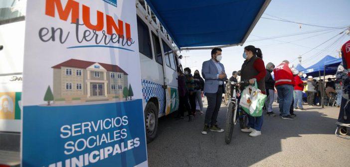 ALCALDE FELIPE MUÑOZ PRESENTE EN ATENCIÓN DE SERVICIOS PÚBLICOS EN FERIA LIBRE ACONCAGUA