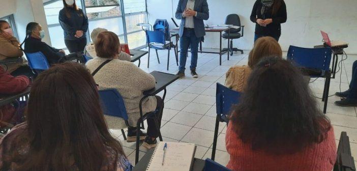 "ALCALDE MUÑOZ SE REUNE CON POSTULANTES A BENEFICIO SERVIÚ ""BANCO TARJETA DE MATERIALES"""
